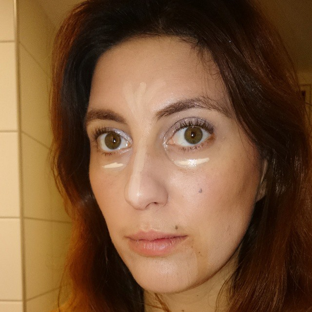 STEP ONE - reducing blemishes - working on the base!  hahahaha my own look creeps me out :) #morningglory #makeupface #makeup #ladies #look #eyes #base #morning #fashionblogger #swiss